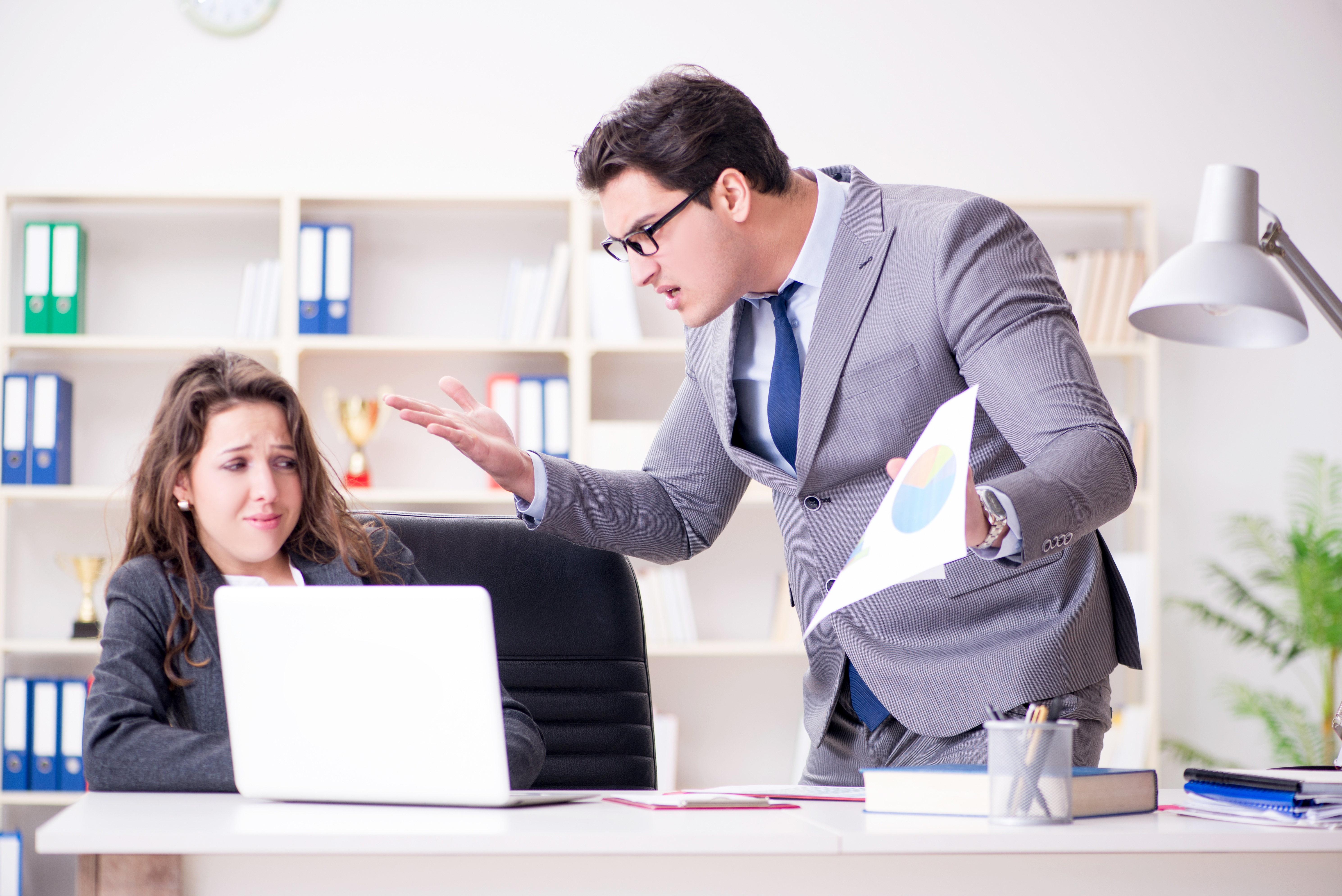 7 Tips to Avoid Micromanaging Your Sales Team
